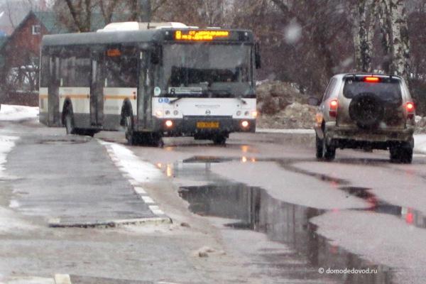 Автобус поехал назад, а люди ждут