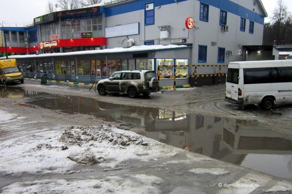 Вода у ТЦ «Каширский»