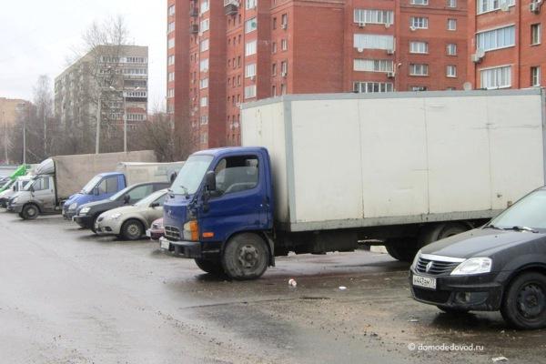 Фургон на улице Корнеева