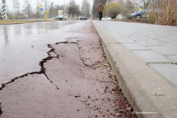 Советская улица. Тротуар с велодорожкой.