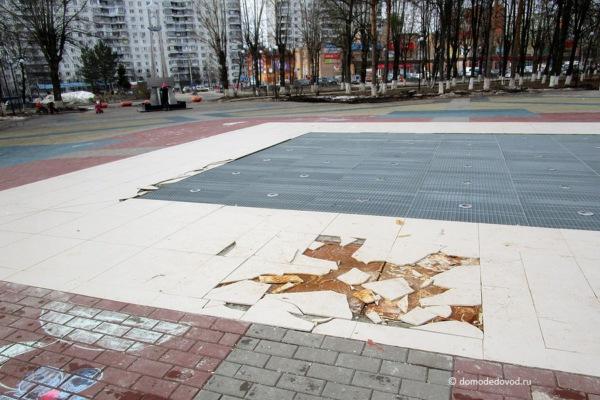 Фонтан на площади Гагарина в микрорайоне Авиационный