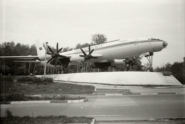 Ту-114 около аэропорта Домодедово. 1983 г.