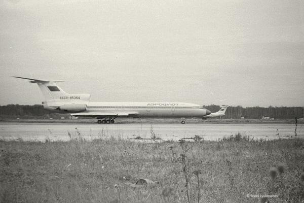 Ту-154 на рулежке, Ил-62 садится на 32R. 1983 г.