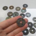 Сотрудники Домодедовской таможни предотвратили незаконное перемещение старинных монет