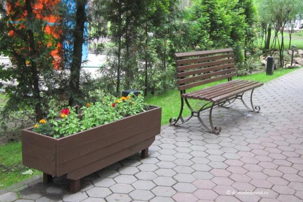 """Новые скамейки в парке """"Ёлочки"""""""