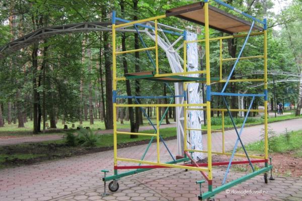 Аллея невест в парке