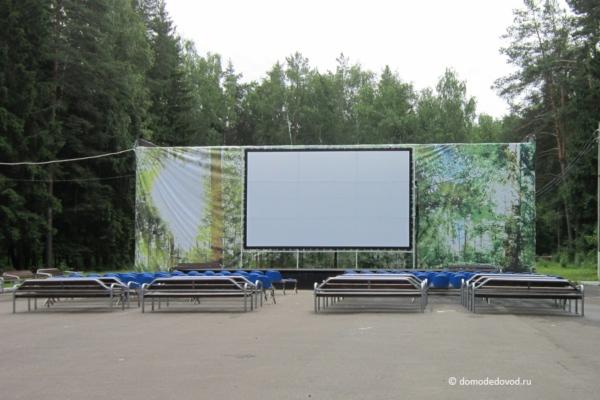 Кинотеатр в парке