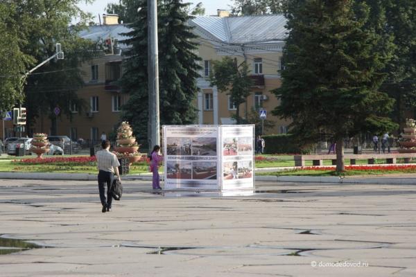 Информационный стенд на площади