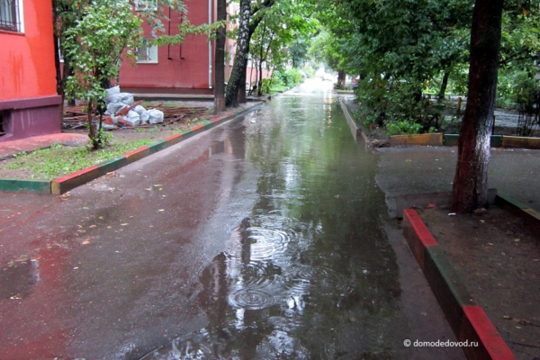 Улица Корнеева. Дворы после дождя