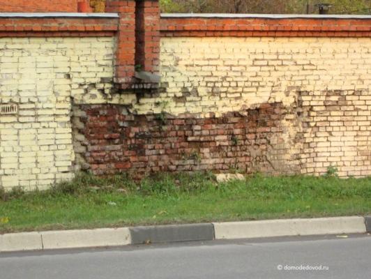 Дыры в стене
