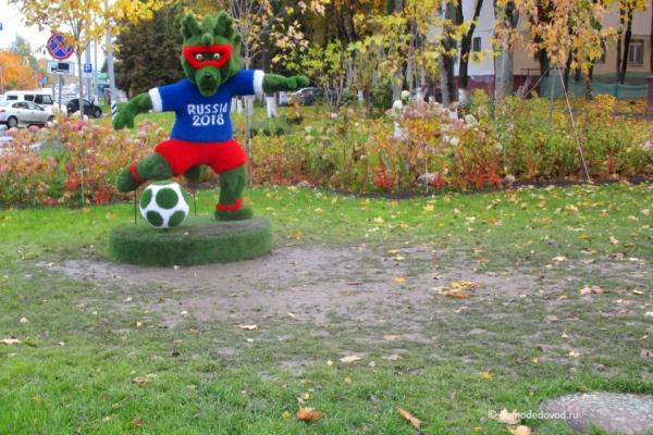 Футбольные скульптуры на Каширке