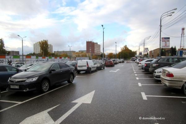 Парковка у ТЦ «Торговый квартал»