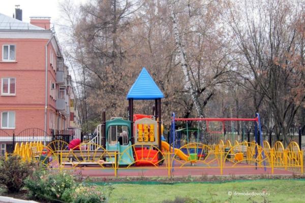 Детская площадка у Храма Рождества Христова