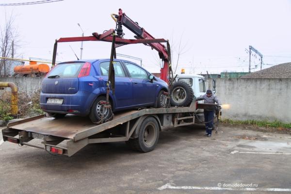 Автомобиль на спецстоянке