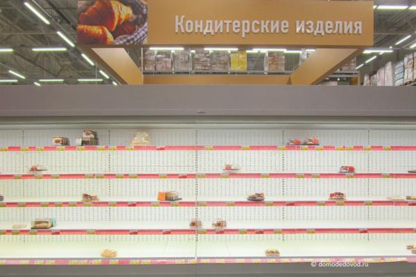 Полки в гипермаркете «Лента»