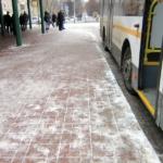 Как убирают автобусные остановки в Домодедово