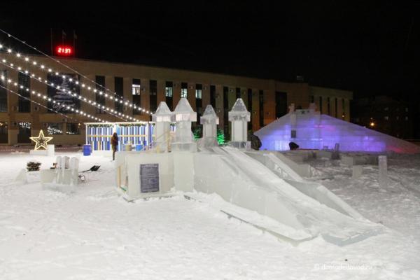Елка и горки у администрации Домодедово