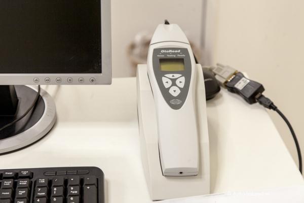 ЛОР, прибор для определения отоакустической эмиссии (проверка слуха у маленьких детей)