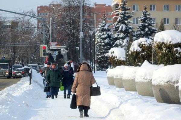 Уборка снега на площади. 07.02.2018