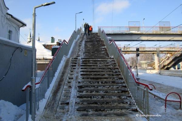 Пешеходный мост на станции Домодедово