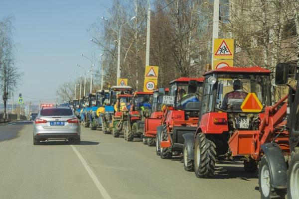 Парад коммунальной техники в Домодедово