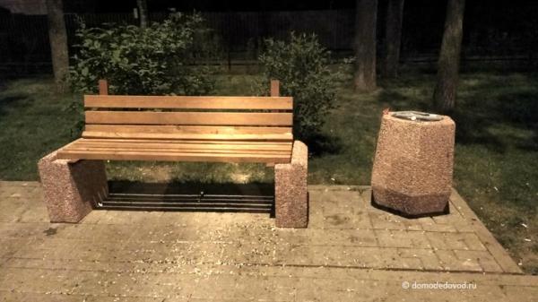 Новая уличная мебель на Аллее Победы