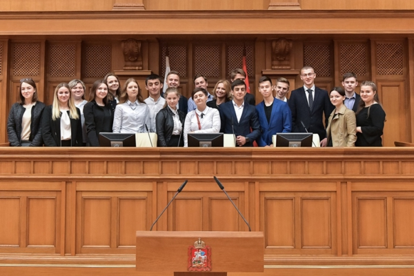 Домодедовские школьники посетили Мособлдуму