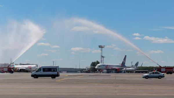 Встреча самолета AZUR air в аэропорту Домодедово