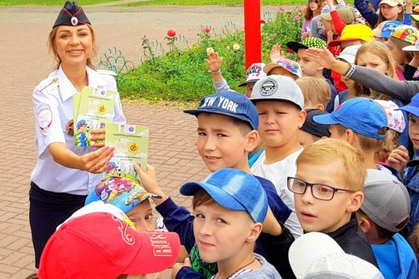 Брендированный автобус по ПДД Белка и Стрелка приехал в Домодедово