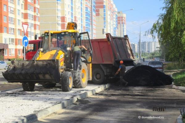 Ремонт дороги и тротуара на улице Лунной