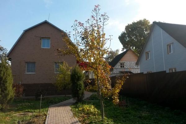 Из-за несоблюдения норм тень падает на соседние дома