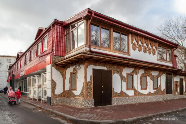 Здание на улице Ломоносова, 16