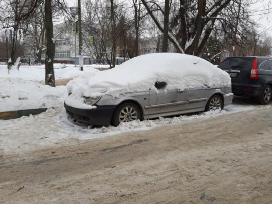 Разыскивается владелец автомобиля, брошенного на улице Коломийца