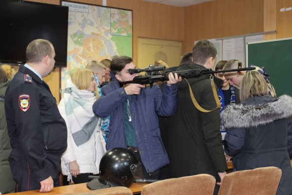 Полицейские Домодедово присоединились к акции «Студенческий десант»