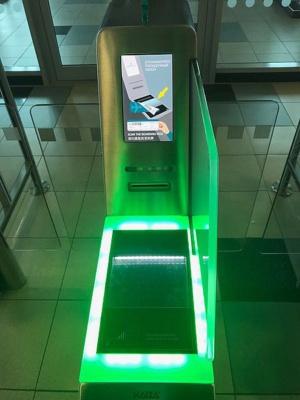 Автоматизированный турникет (eGate) в аэропорту Домодедово