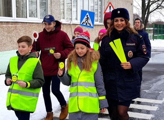 Практические занятия по безопасному переходу проезжей части прошли в Гальчинской школе