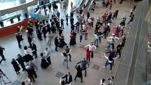 Флешмоб в аэропорту Домодедово. Источник: 360
