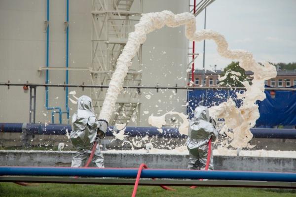 В Домодедово на учениях потушили «горящий» резервуар с топливом