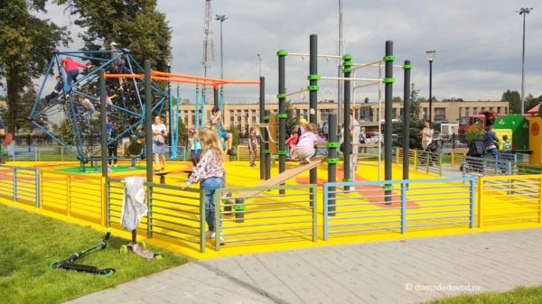 Новая детская игровая площадка около ЗАГСа