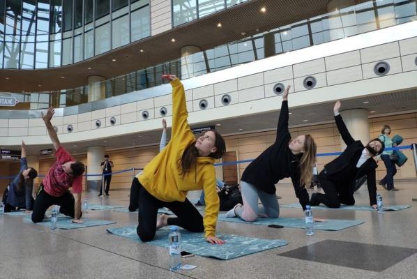 Йога в аэропорту Домодедово