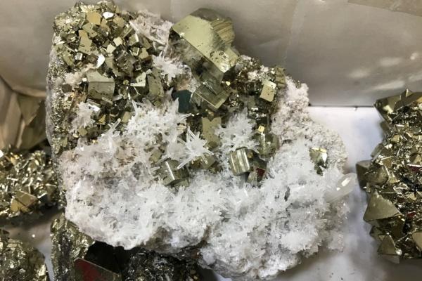 Таможня изъяла коллекцию минералов