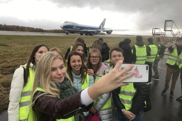 Школьники в аэропорту Домодедово