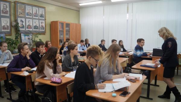 Сотрудники УМВД России по г.о. Домодедово провели акцию «Скажи наркотикам - нет!»