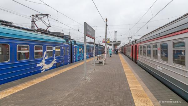 Электропоезда на станции Домодедово