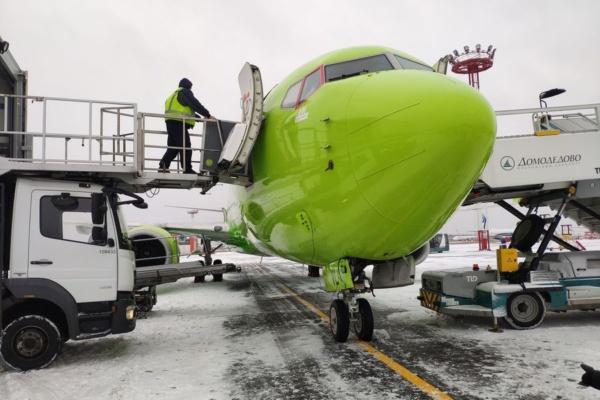Самолет S7 в аэропорту Домодедово