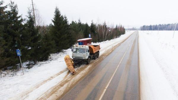 Порядка 10 тыс. километров дорог очистили от снега в Подмосковье за сутки