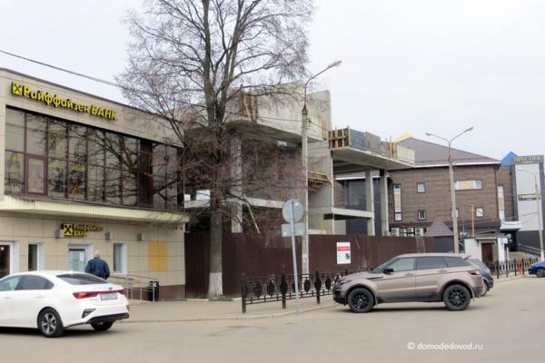 Строительство торгового центра на улице Корнеева