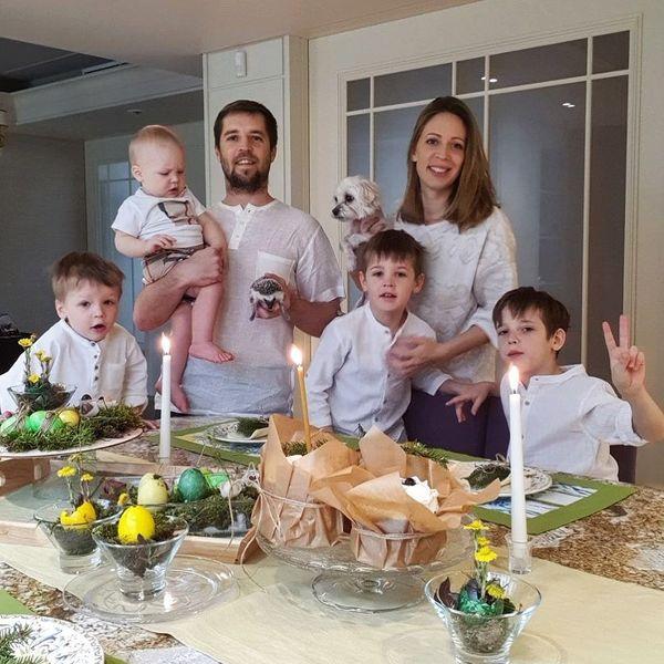 Кирилл Комбаров с семьей