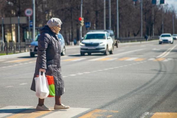 Пешеход в маске