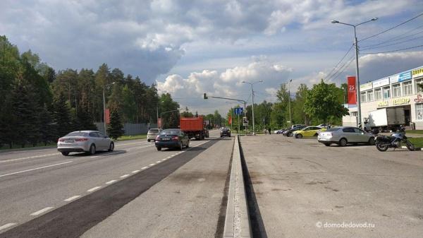 "На Каширском шоссе на повороте на улицу Корнеева ""из области"" расширили проезжую часть"